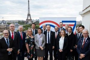 Mr Hancock (centre front, right) and French health minister Agnès Buzyn (centre front, left) last week